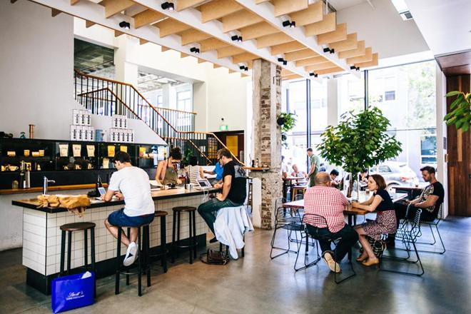 Quán cà phê và nhà hàng Úc hoạt động lúc 7 giờ sáng