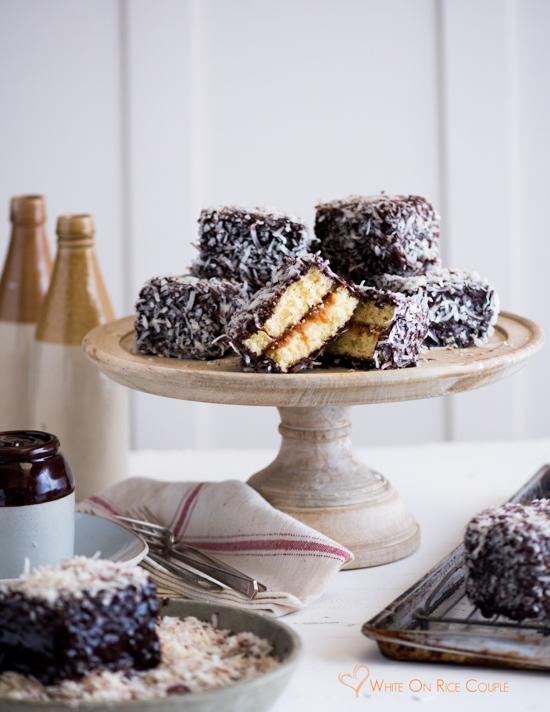 Người Úc thích ăn gì?. ''Quốc bánh của Úc'' là những chiếc bánh xốp hình lập phương được phủ 1 lớp kem socola và dừa nạo xung quanh.