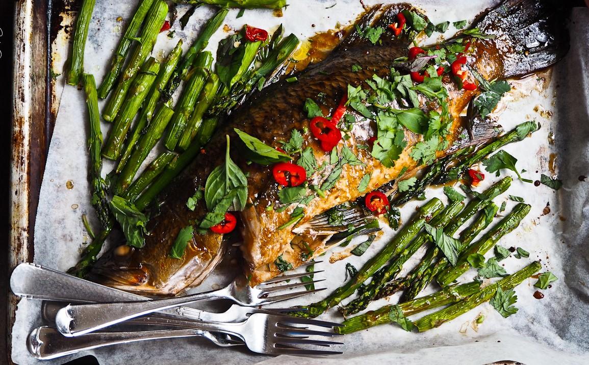 Người Úc thích ăn gì?. Với loài cá Barramundi này, bạn có thể chiên, nướng lò, nướng vỉ hay nướng barbeque đều được.
