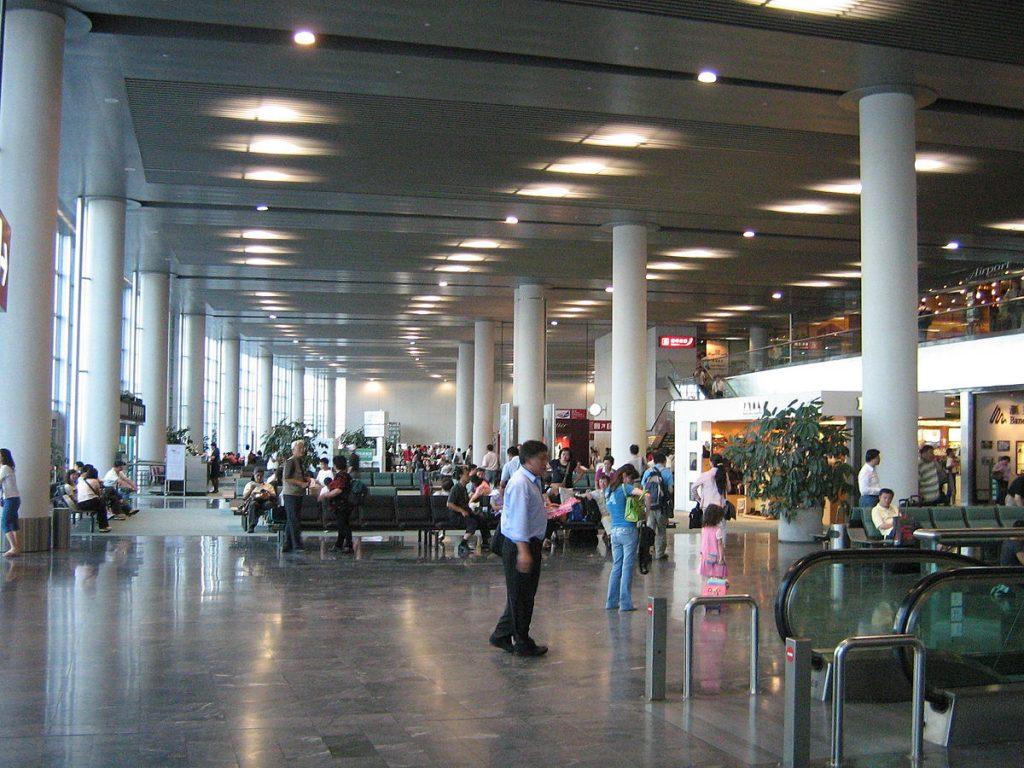 Departure lounge: Phòng chờ sau khi hoàn tất thủ tục đổi vé