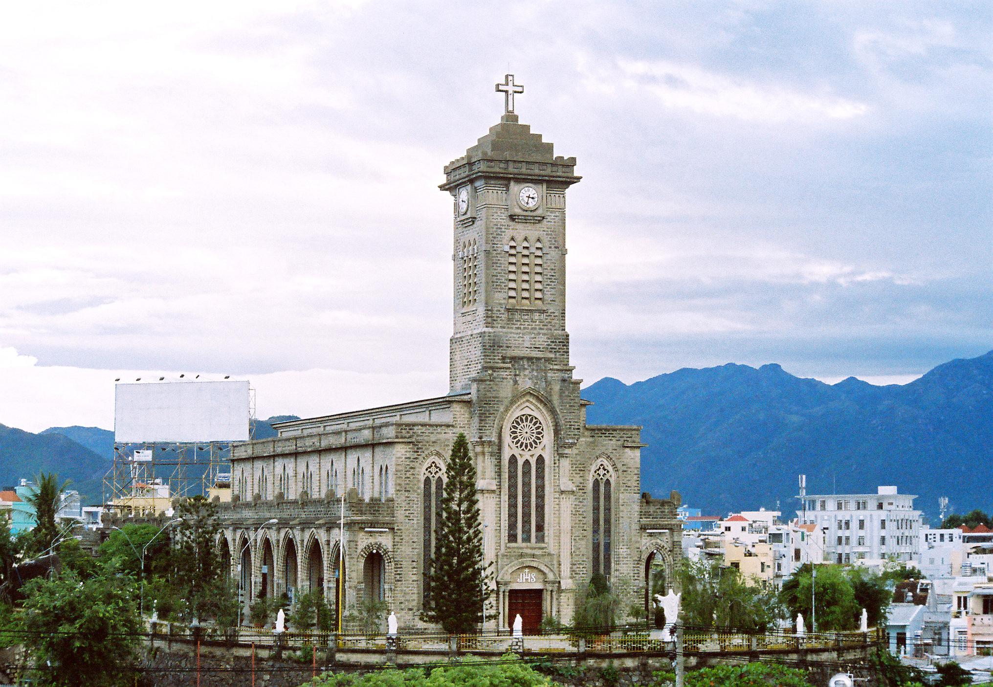 Nhà thờ Đá hay Nhà thờ Núi Nha Trang